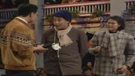 赵本山《老拜年》,赵本山:这家伙比你哥俩还狠,一脚给我踢出亚洲去了