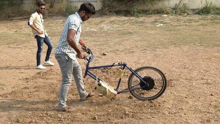 印度神人发明独轮犁地机,效率是人工的20倍,成本只要300元!