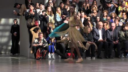 【巴黎时装秀】【2020春夏】服装与音乐的结合,带你体验另一种T台