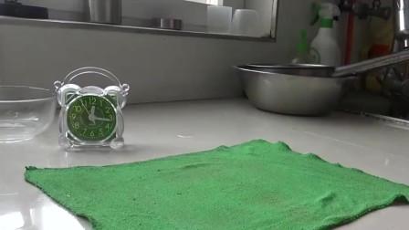 用西瓜做懒人凉糕,媳妇撒一把豌豆粉,冷藏小时,味道可甜了