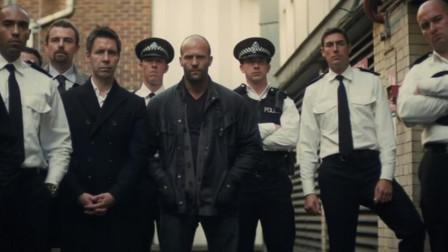 证据不足,警察只能看着杀人魔嚣张离开,不得已动用私刑,犯罪片《玩命追踪》