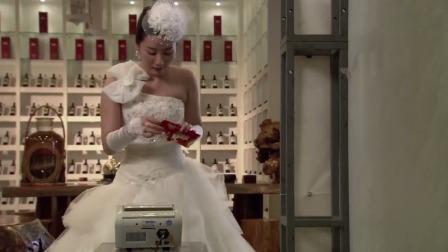 新娘在婚礼上放验钞机当场拆红包验真假下秒尴尬了