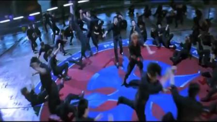 戴上拳神手套,青铜小伙秒变王者,一拳秒一百人!