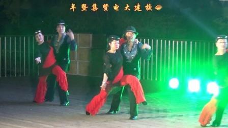 集贤电大社区舞蹈队表演国标舞慢四《我是一条小河》