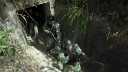 任达华一名部下,与邵美琪一名部下在追逐偷渡者的途中与大走散