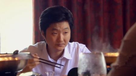 小伙倒插门当豪门女婿,饭桌上被富豪瞧不起,只能默默的吃饭