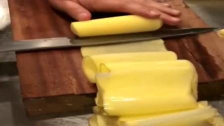 国家一级厨师厨艺有多恐怖?能把土豆切到2米长,一般人做不到
