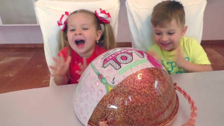 萌娃小可爱偷偷的吃爸爸的蛋糕!小家伙可是学坏了!萌娃:是好吃的蛋糕了!