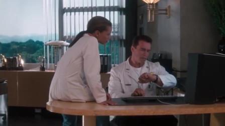 施瓦辛格这段侵入敌人内部的方式,感觉跟汤姆克鲁斯的碟中谍很像