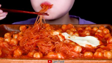 小美女吃播精致的韩国拼盘大餐,发出的咀嚼声真好听