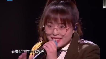 """中国好声音:""""火星女孩""""邢晗铭演唱《浮夸》独特声线冲破束缚"""
