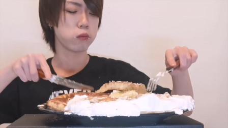 小哥吃一大盘奶油蛋糕,怎么吃就是不胖,让女生羡慕的体质