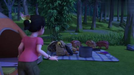 赵琳被响声惊醒,光头强却说在做运动,深夜小动物拜访营地!
