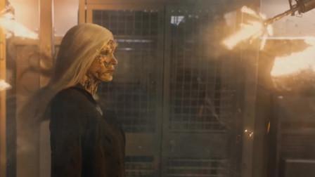 《X战警黑凤凰》不愧是外星人首领,那么多枪居然都像逛街