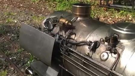 带自动上料的蒸汽机车