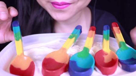 可爱小姐姐直播吃兔耳朵形状的果冻冰棍,紫色的夹心,看着好美味