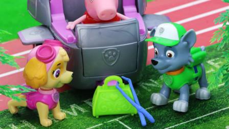 兔小姐的校车坏了,汪汪队帮忙修理,接送小猪佩奇和朋友们