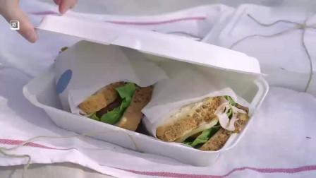 《韩国农村美食》各种新鲜的蔬菜切块,用面包夹着吃,爽口的三明治