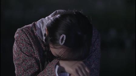 小胖以为姑娘自杀下河去救她,没想到姑娘是去洗澡,真是尴尬