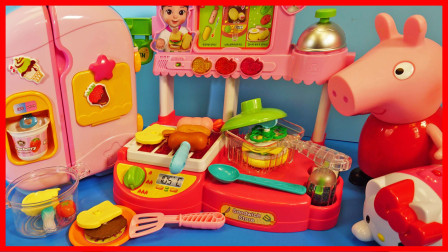 有趣!佩佩猪小猪佩奇第一天在快餐店上班,炸薯条做汉堡!