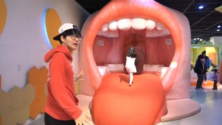 萌娃不爱刷牙哥哥带她参观口腔博物馆吓得萌娃从此爱上了刷牙