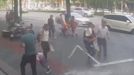 重庆:12楼玻璃窗突然坠落, 6岁女童被砸