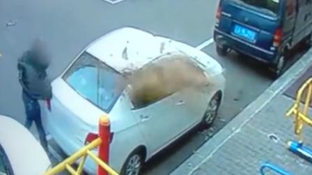 自家车位被占 ,男子砸车泄愤