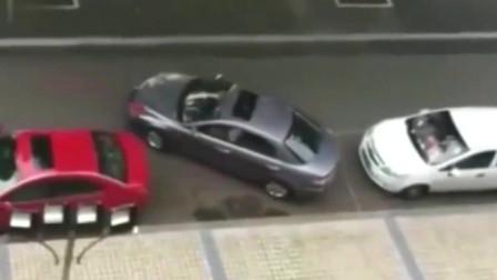 侧方位停车一盘子进,这位司机是个高手啊!