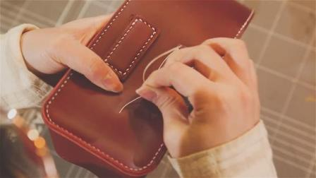 皮匠给粉丝缝个纯手工牛皮包,制作过程流畅又舒服,成品真赞