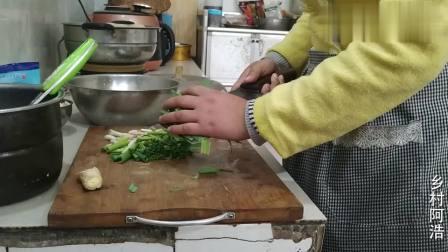农村儿媳妇做儿菜,配水煮腊肠,婆婆第一次吃有啥反应
