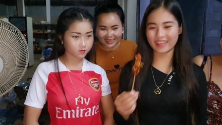 老挝姑娘烤肉串