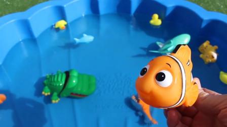 超精彩!都有哪些动物在水池里呢?趣味玩具故事