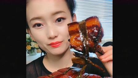 吃播小姐姐直播吃五花肉,看样子都感觉非常香,就是费蒜