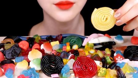可爱小姐姐直播吃果冻水果糖,五彩颜色的水果糖,好好吃啊!