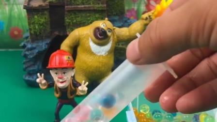 少儿益智亲子玩具:光头强老欺负熊二,这次大家可不能帮助他!