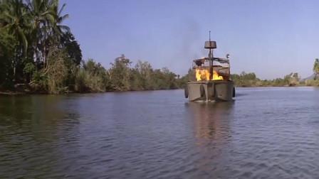 第一滴血:小船被巡逻艇追击,兰博想到船上有火箭筒,瞄准就一炮