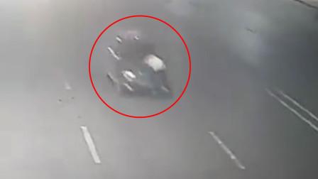 河南一男子醉驾撞车 顶着前出租车司机逃4公里