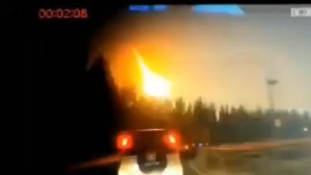 吉林松原附近天空火光一片 多地网友拍下陨石坠落瞬间