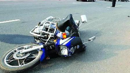 记录仪拍下这样一幕,面包车报复摩托车,这是有多大仇恨呀?