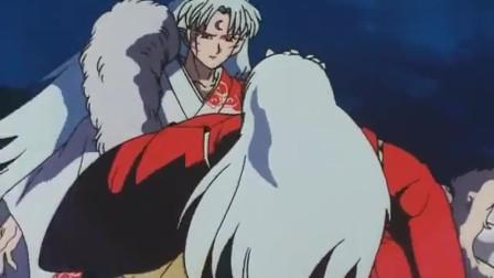 犬夜叉:犬夜叉为了保护戈薇被杀生丸刺穿身体