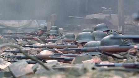 几分钟看完二战时期两个狙击手对战的电影《兵临城下》