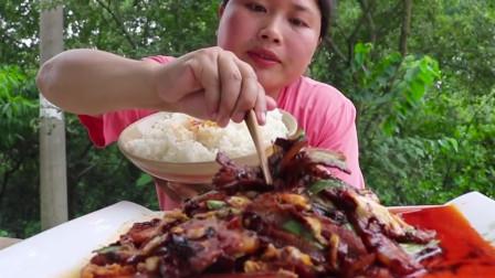 """""""五花肉""""这种做法最下饭!胖妹一人吃一锅,网友:长见识了!"""