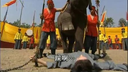 恶毒皇后想让大象踩死贵妃,怎料大象一抬腿,竟给宠妃按肚子