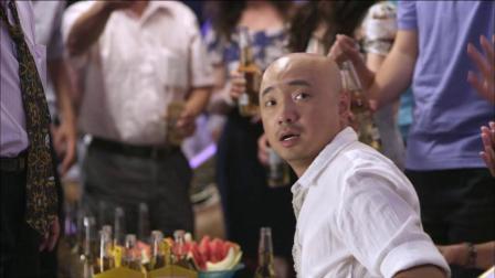 大男当婚大学同学聚会班花一出场全班男同学都沸腾了