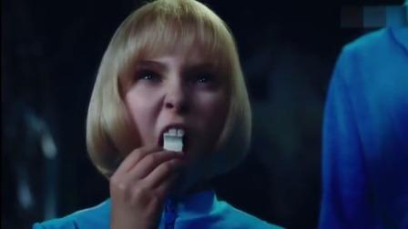 影视:小女孩不听劝阻吃口香糖,不料变成一颗蓝莓,旁人看懵了