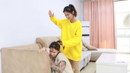 父亲领回一个女孩说是妹妹,女儿嫉妒对她打骂,父亲无奈说出实话