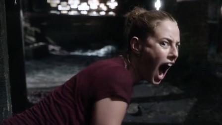 谷阿莫:5分钟看完女儿跟鳄鱼抢爸爸的电影《巨鳄风暴》