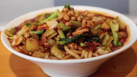 贵州厨师在武汉做新疆米粉:20年厨艺,空运新疆米粉辣椒
