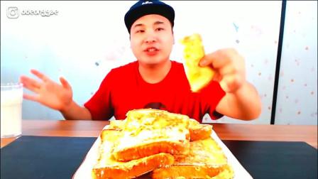 韩国大胃王胖哥,吃一大摞鸡蛋吐司,看这吃法,想买这个吐司