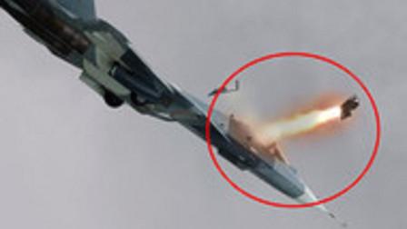 飞机出故障飞行员怕死弃机跳伞,20吨战机砸向人群,90人不幸